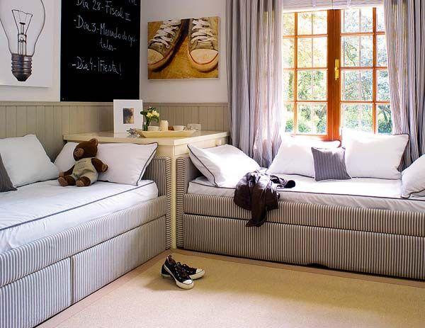 Camas en l cuarto ideas dormitorios dormitorios for Habitaciones de dos camas juveniles