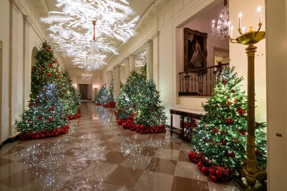 White House Christmas Tour 2018 White House Christmas 2018 Hgtv White House Christmas Christmas Tours White House Christmas Decorations