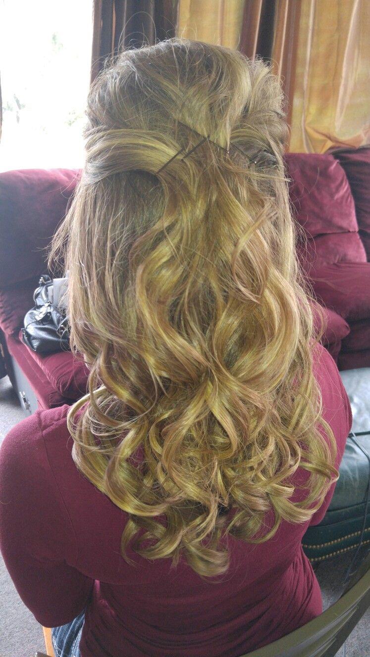 Barrel Curls Half Up Hairstyle On Long Medium Length Hair Womens Hairstyles Hair Styles Messy Hairstyles