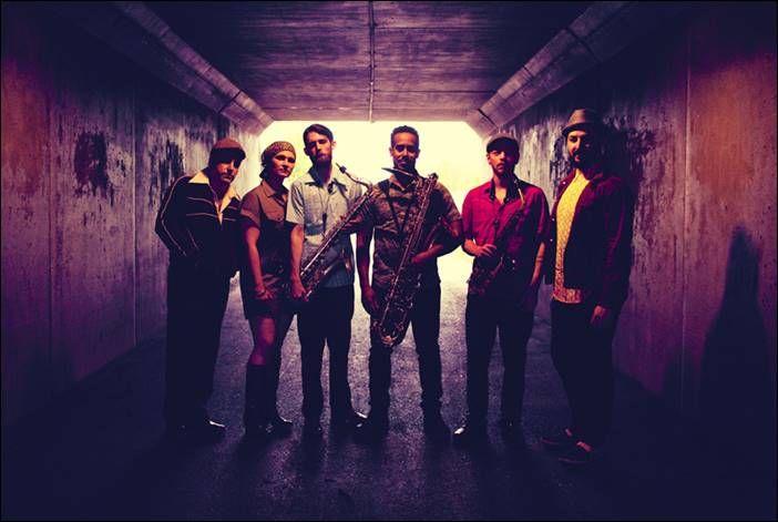 soultrainonline.de - EXCLUSIVE INTERVIEW: The Souljazz Orchestra – Hi-Energy Extra Crunchy / Aktuelles Album: The Souljazz Orchestra – Under Burning Skies (Strut Records/!K7/Indigo)!