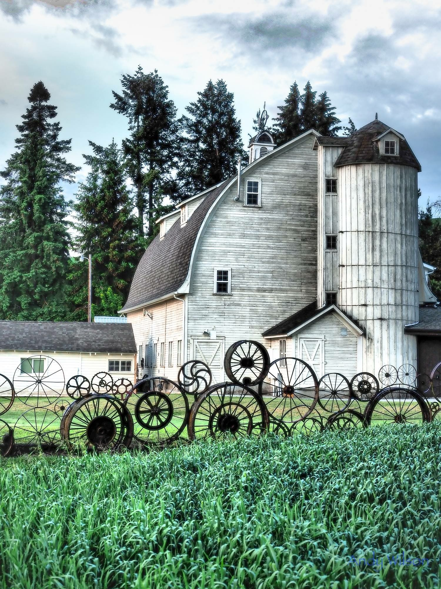 old white barn in pullman wa the fence is made out of old machinery wheels sprockets and gears barn pictures rustic barn old barns pinterest