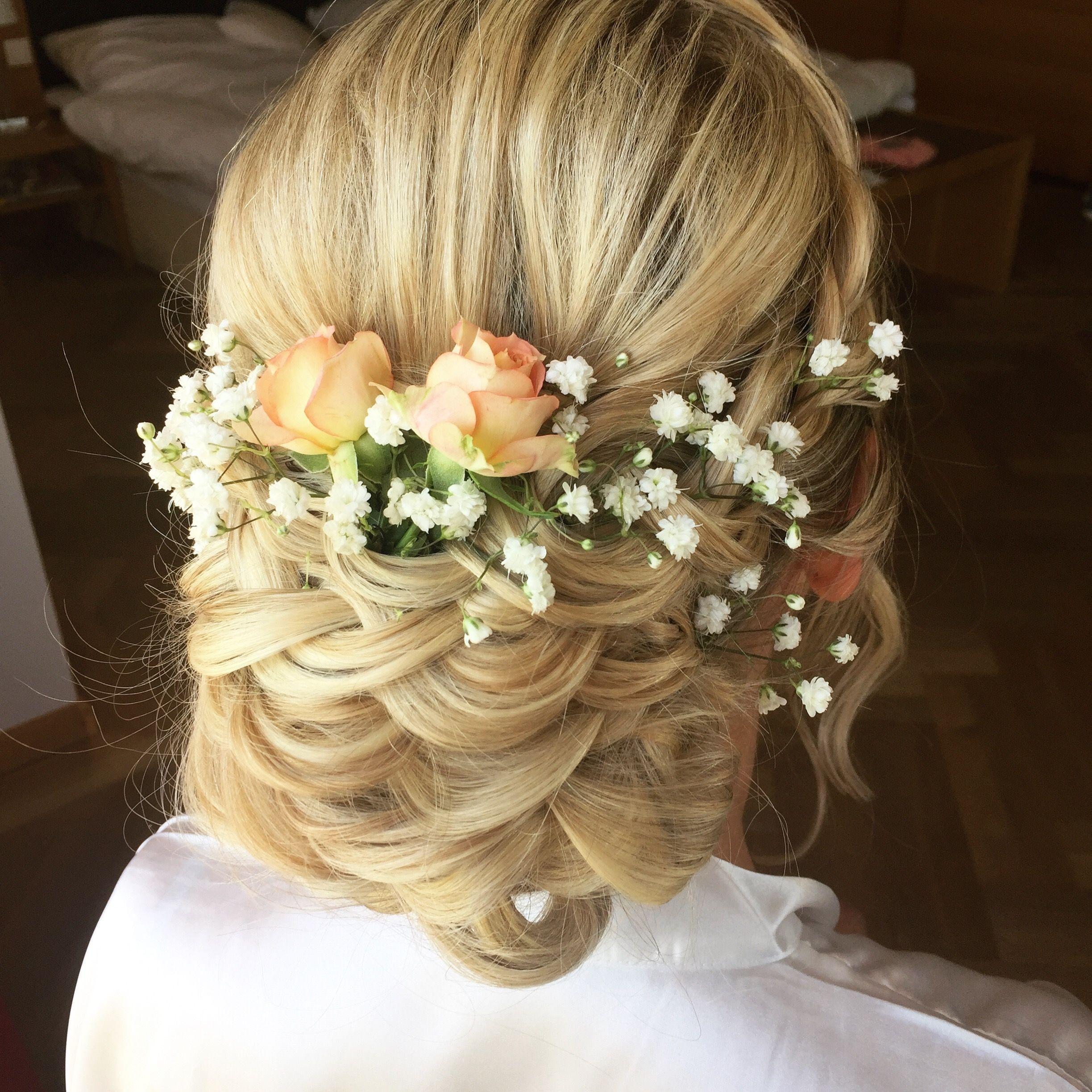 Romantische Brautfrisur  Frisur hochzeit, Brautfrisur, Frisuren