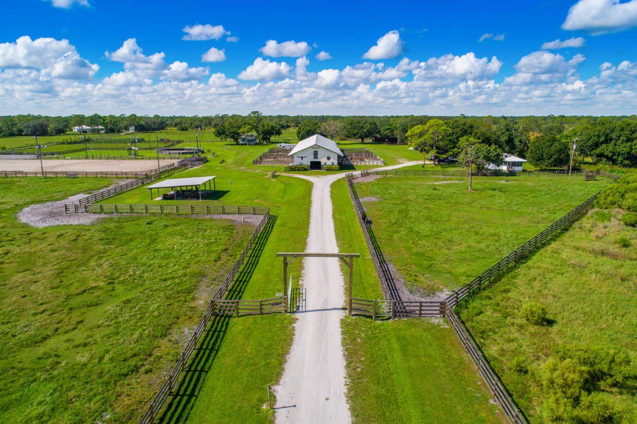 Equestrian Estate For Sale in Okeechobee County , Florida
