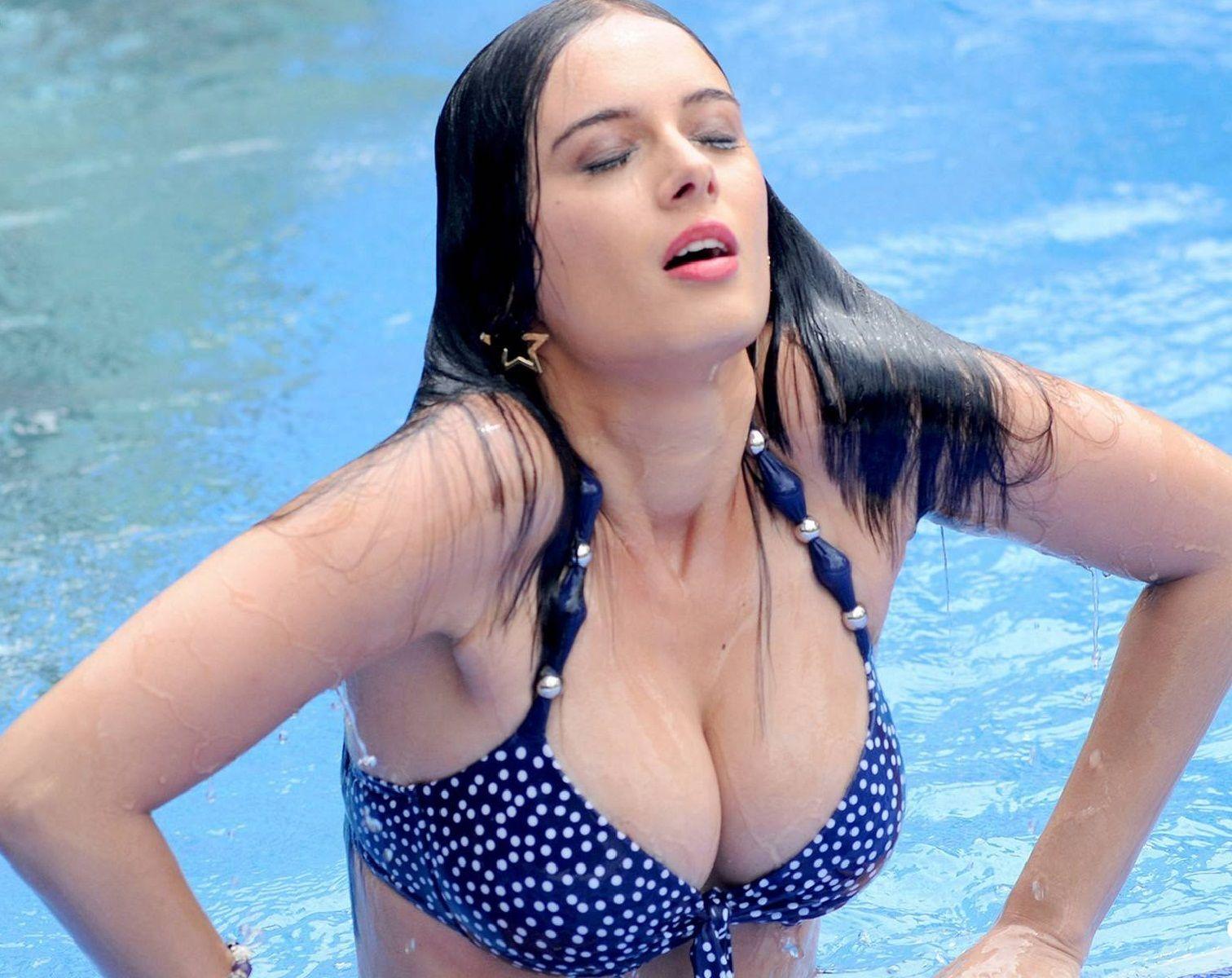 Evelyn Sharma Hot Unseen Bikini Photo Pics Of Indogerman -7663
