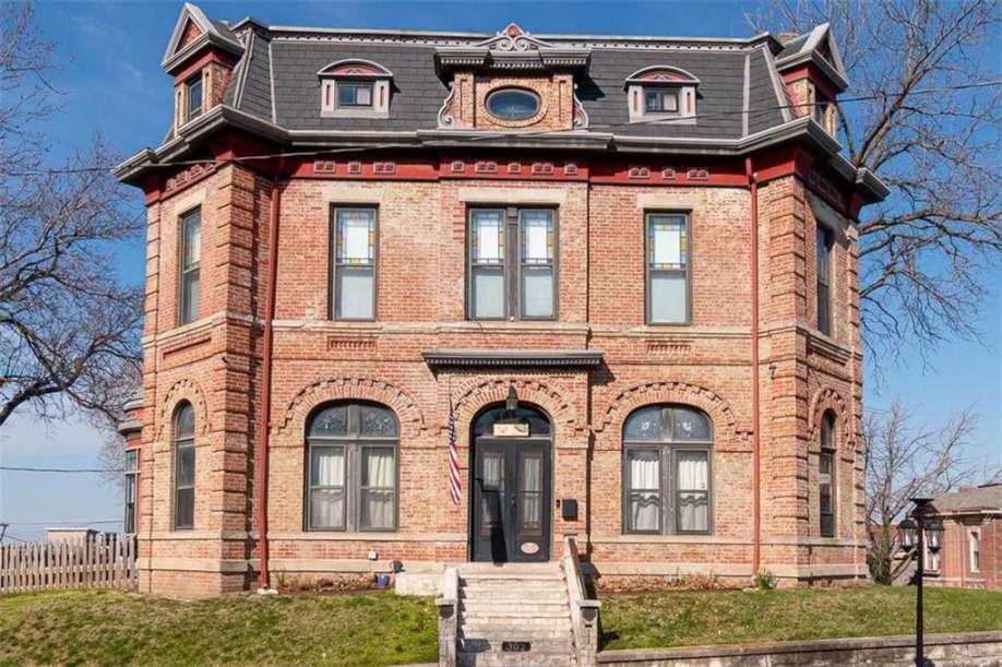 2015 Faraon St St Joseph Mo With Images Historic Homes For Sale St Joseph Saint Joseph Missouri