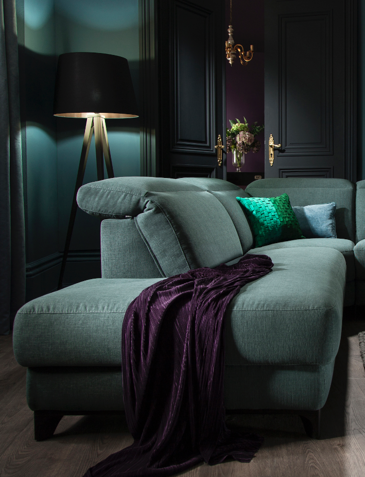 Stunning design, sumptuous form.  See it here > http://www.romsofas.co.uk/sofa-collections/bellona/  The Bellona sofa from #ROMsofas  #emerald #jeweltones #sofa #interiorinspiration #interiors