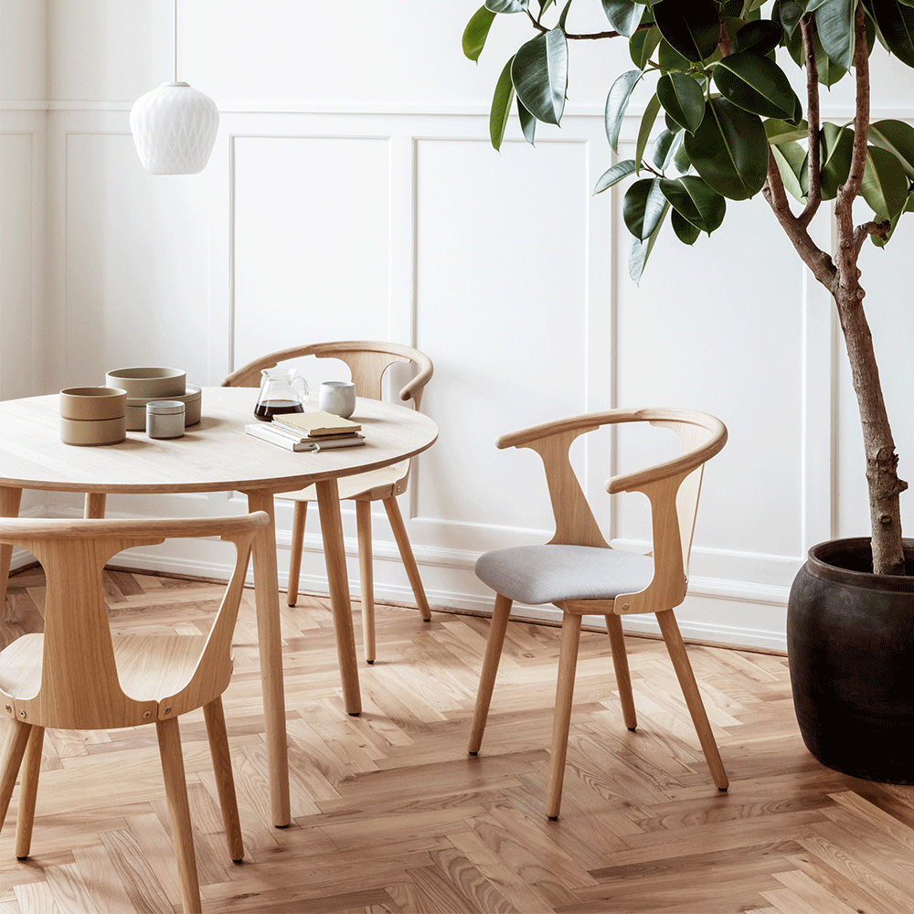 The In Between Dining Chair by &tradition perfectly represents designer Sami Kallio's desire to play with positive and negative space. Kallio's expertise in traditional woodworking craftsmanship is evident in this chair, which is constructed using two classical techniques that allow for a lightweight, well-built, and beautifully detailed dining chair. The In Between embraces modern lifestyles and long, cosy dinners around the dining table.  The In Between Dining Chair is constructed with sol