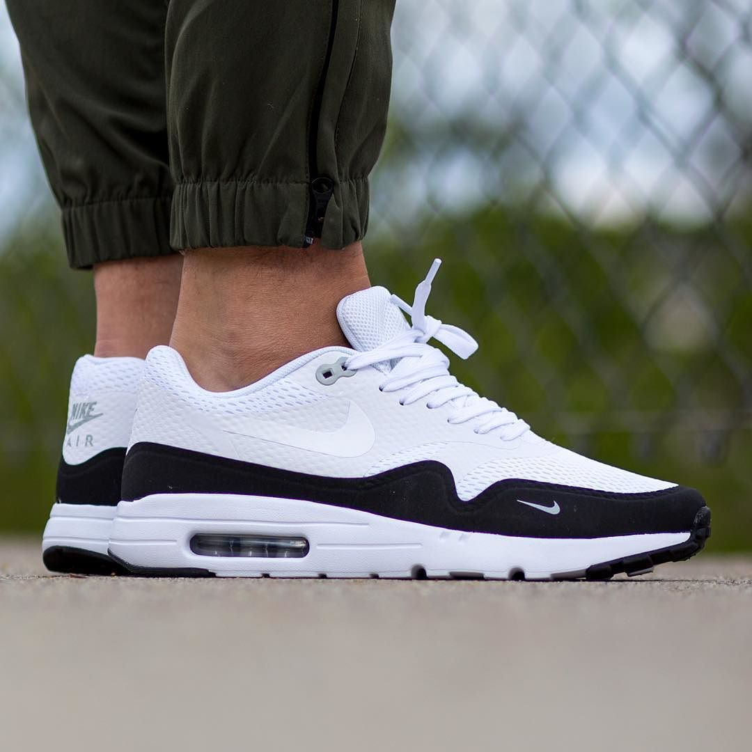 New In Nike Air Max 1 Ultra Essential Mini Swoosh Black White Available Now In Store And Online Titoloshop Berne Nike Air Max Nike Schuhe Damen Nike Air