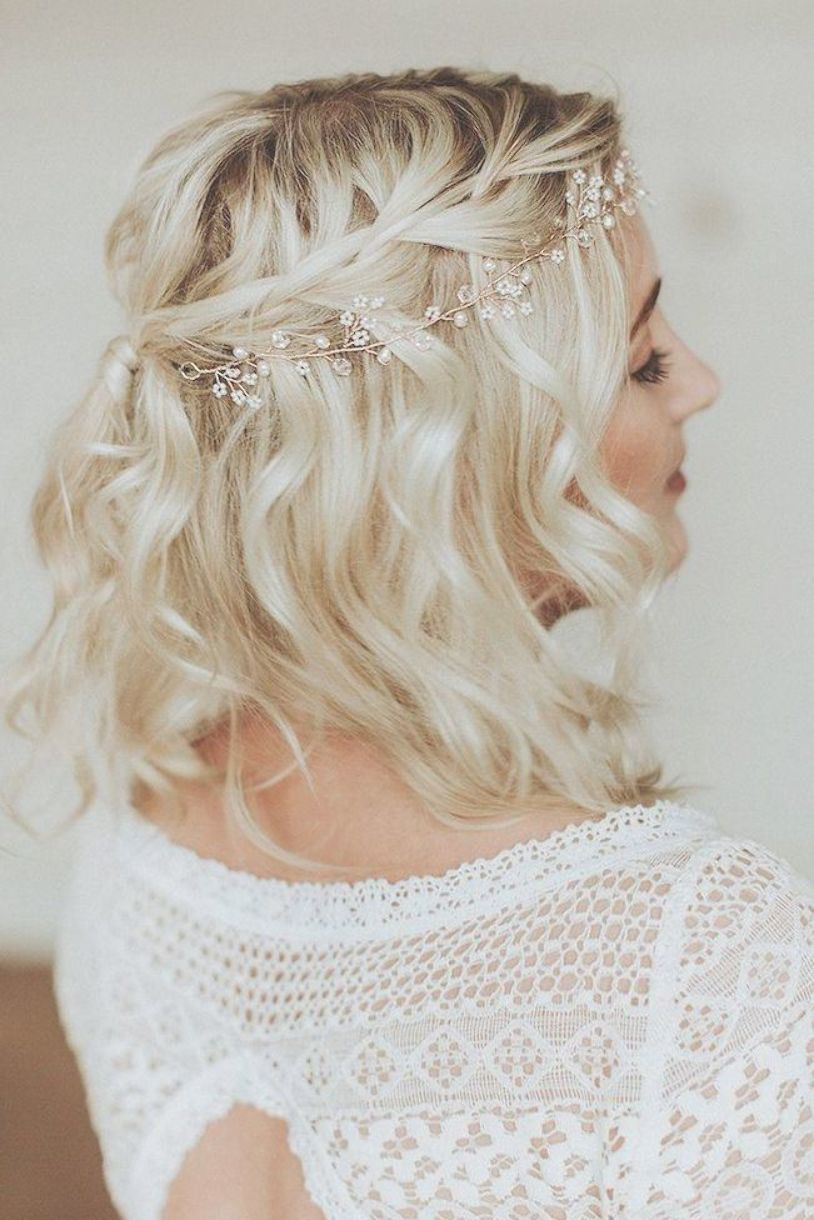 Small Pearl Headband Short Wavy Blonde Hair White Lace Dress Wedding Hairstyle Formal Hairstyles For Short Hair Short Wedding Hair Trendy Wedding Hairstyles