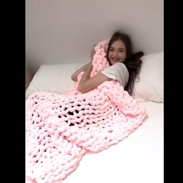 CHENILLE CHUNKY KNITTED BLANKET