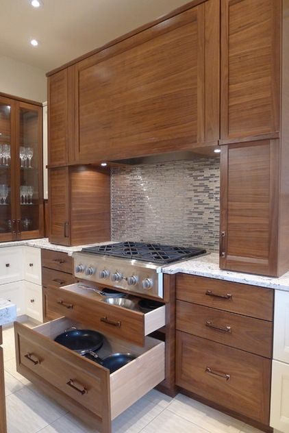 Susan Brook Interiors If You Have A Cooktop Or Range Top Can Use The Drawers In Cabinet Below For Storing Your Cookware