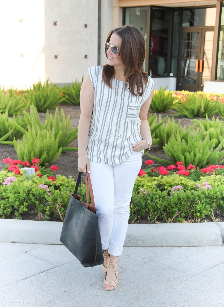 1057ac37b78 30 Ways to Wear White Jeans in Spring and Summer