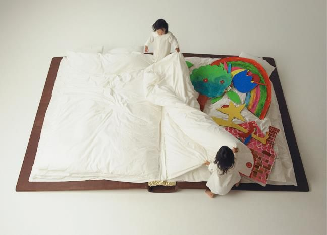 toooo cute! i just dont... dont know quite what it is :/ yes its a book.. but a bed? a gigantic toy? idk.. someone explain.