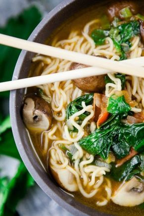 Photo of Homemade ramen with tomatoes, spinach and mushrooms – a childhood sweetheart – kitchen chaotin