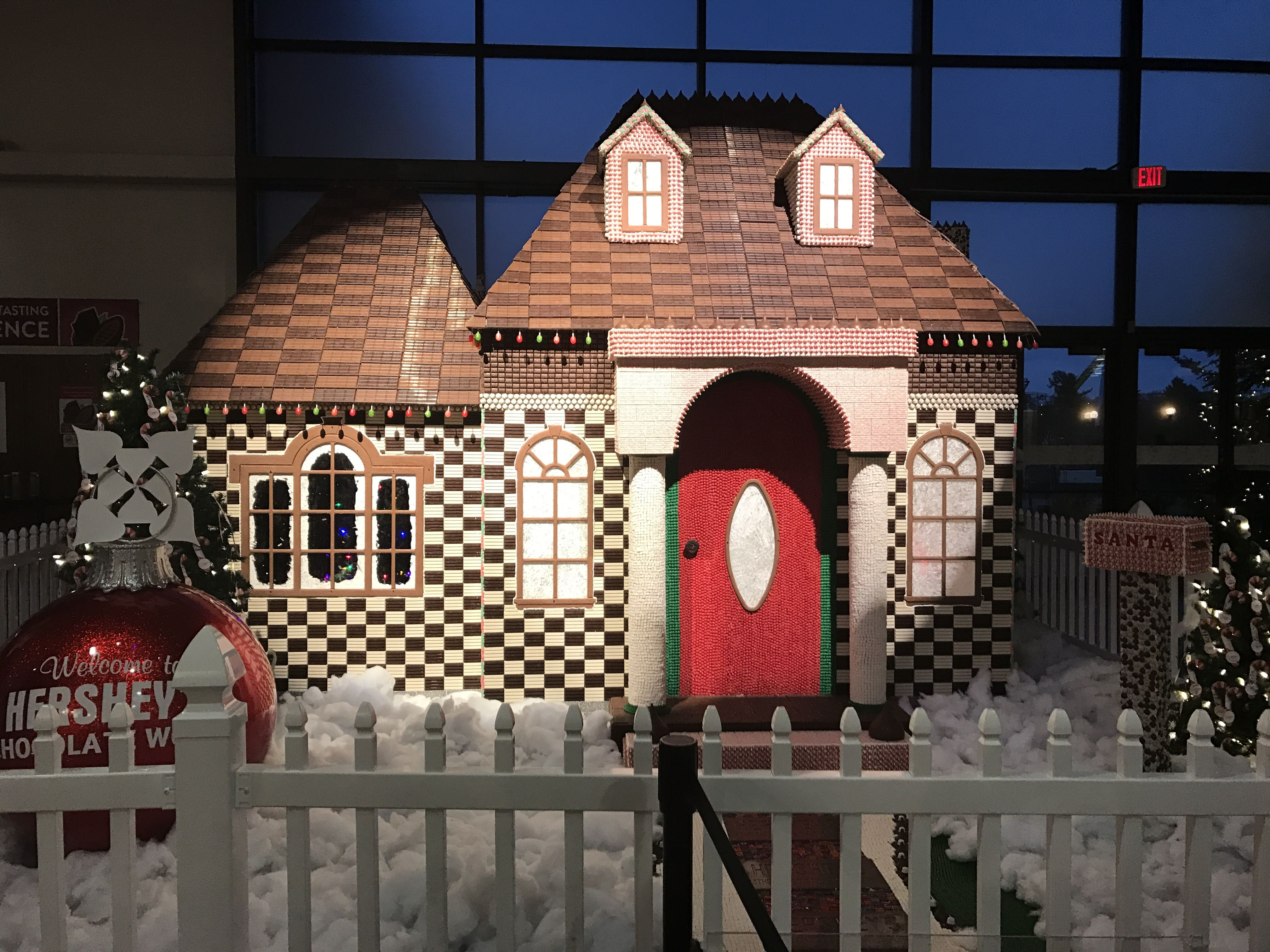 Just saw this really cool gingerbread house at Hershey's Chocolate world!!!! It was made with about 1 ton of Hershey's brand candy and took at least 2-3 days to make!!!!!!!!!!                   #ToCrazy
