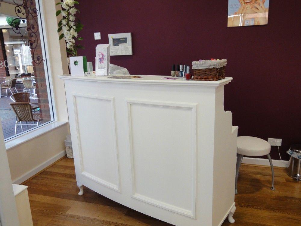 Reception desk cash desk salon and retail french style for Salon chic