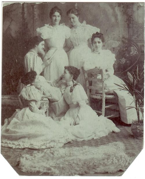 Marie Artz with Moore Women by Devin MooreA great Art-Nouveau scene. Some ID's are contested. Top row - Myrtle Moore, Grace Moore Middle - Marie Artz and? Bottom Nettie?, Elsie