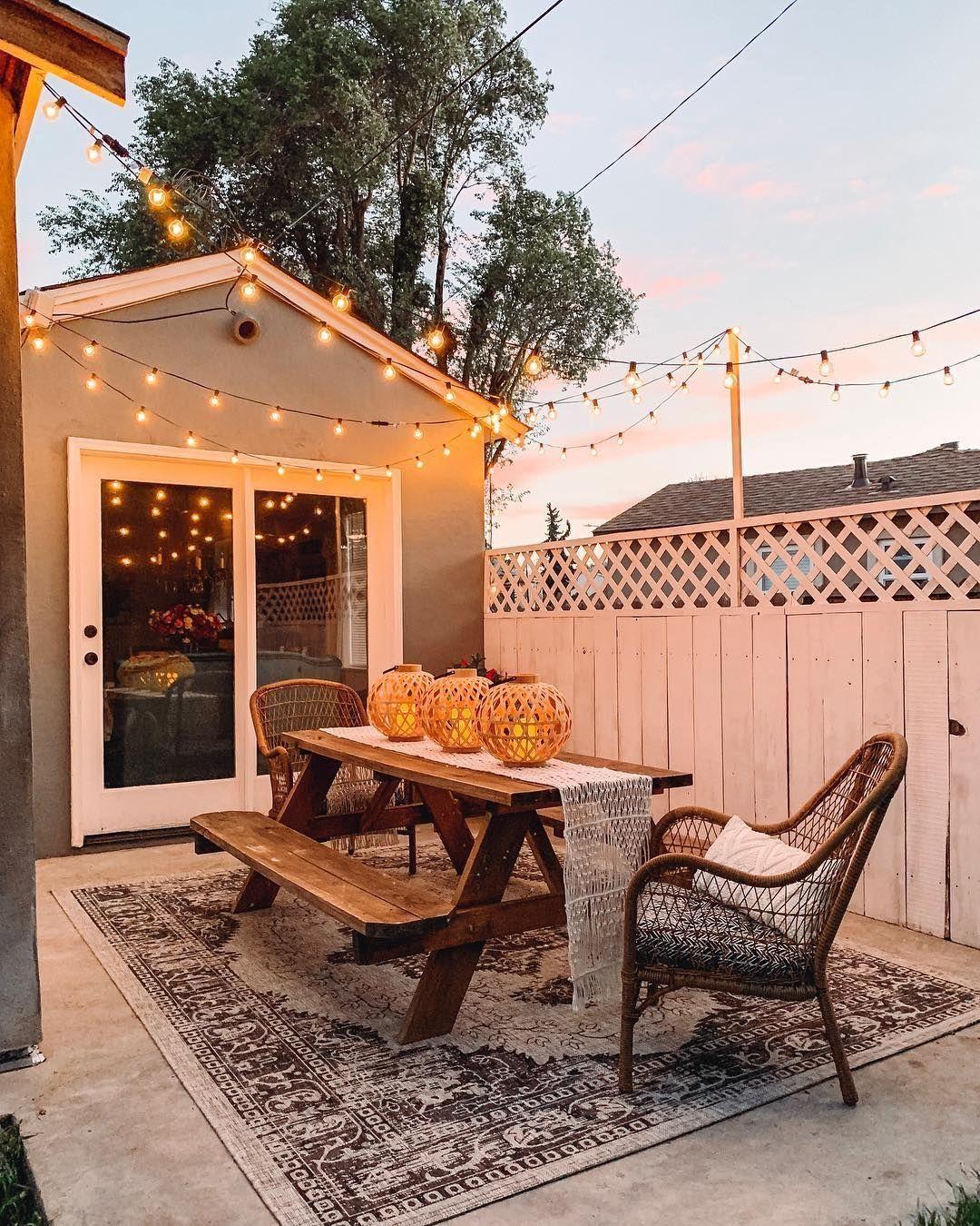 Terrasse Maison Table De Ferme En 2020 Decoration Exterieur Idees De Patio Decor De Patio