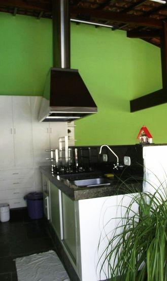 Uma Área Gourmet Externa super prática e aconchegante da nossa cliente Marta.