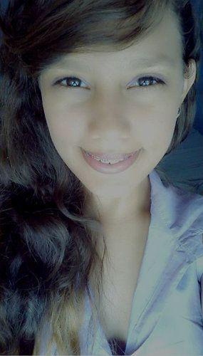 menina meiga, do sorriso lindo que te encanta, te fascina , menina dos olhos brilhantes que te faz apaixonar <3 essa menina e apenas uma garota procurando a felicidade *-* | millaoliveiraxd