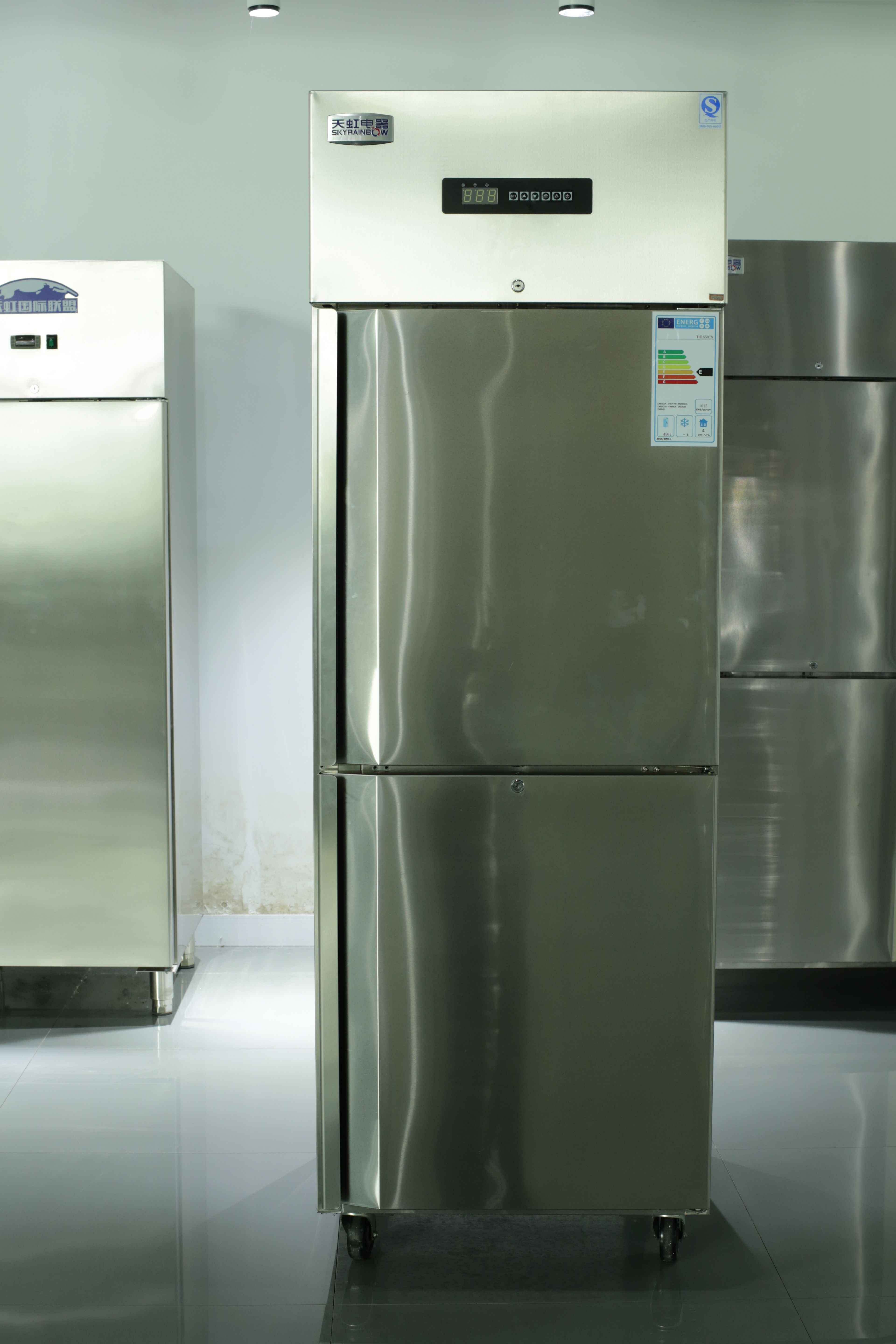 Commercial Freezer Refrigerator In 2020 Commercial Kitchen Commercial Kitchen Equipment Stainless Steel Sinks