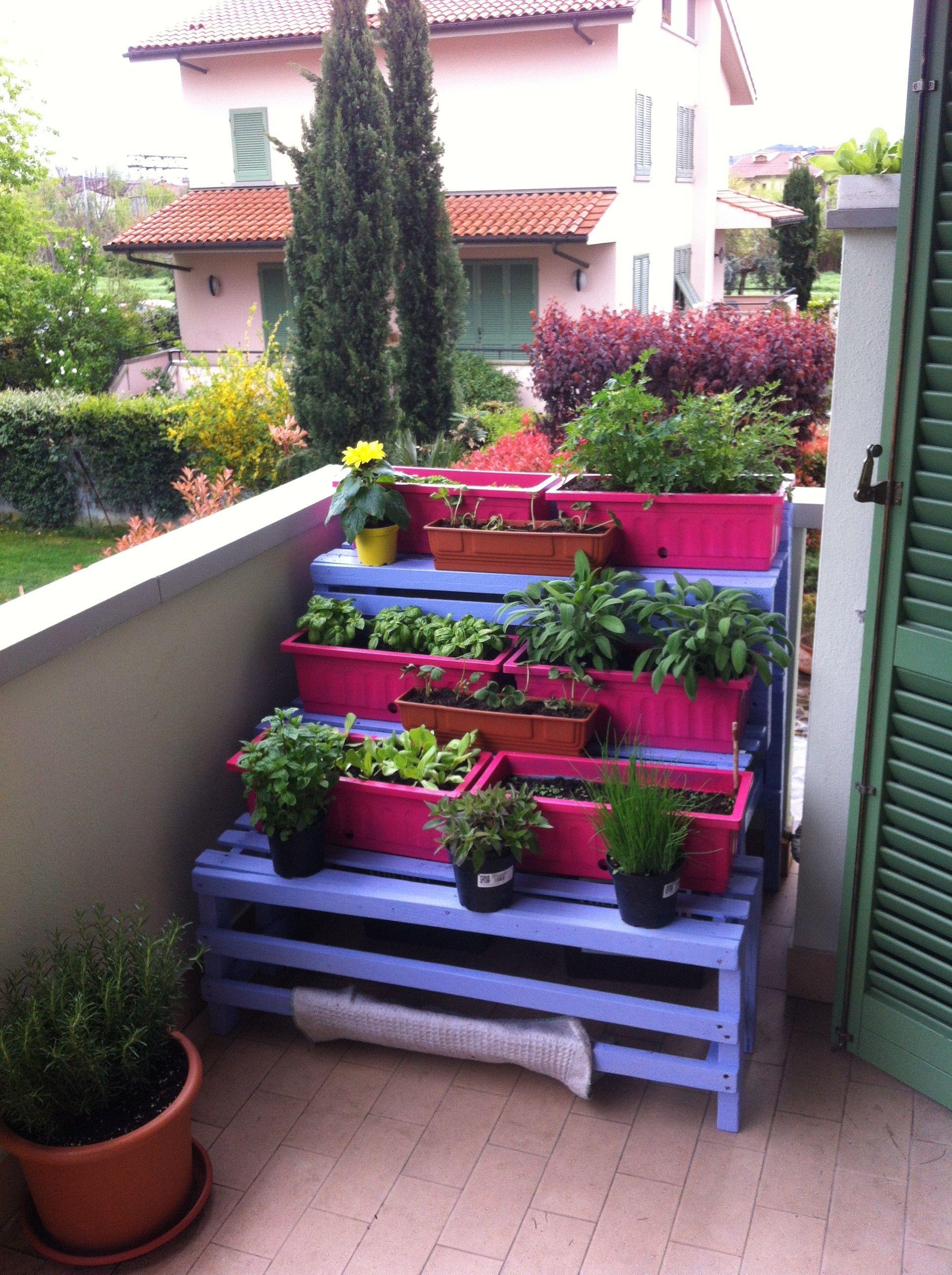 Realizzare un Orto Sul Balcone con Pallet riciclati | Balconies ...