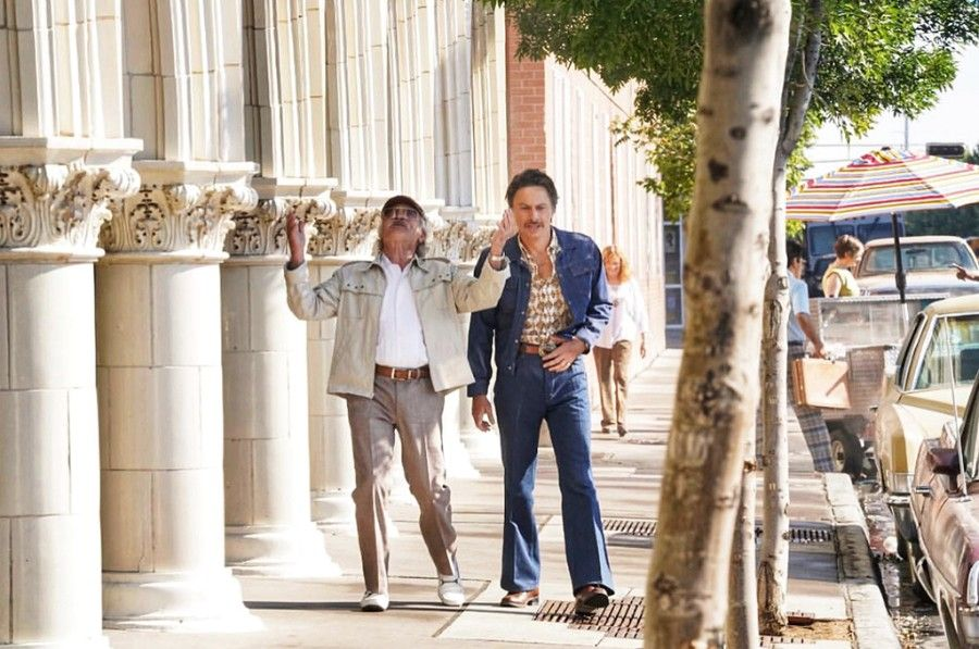 First Trailer For The Comeback Trail Starring Robert De Niro Morgan Freeman Tommy Lee Jones In 2020 Tommy Lee Tommy Lee Jones Morgan Freeman