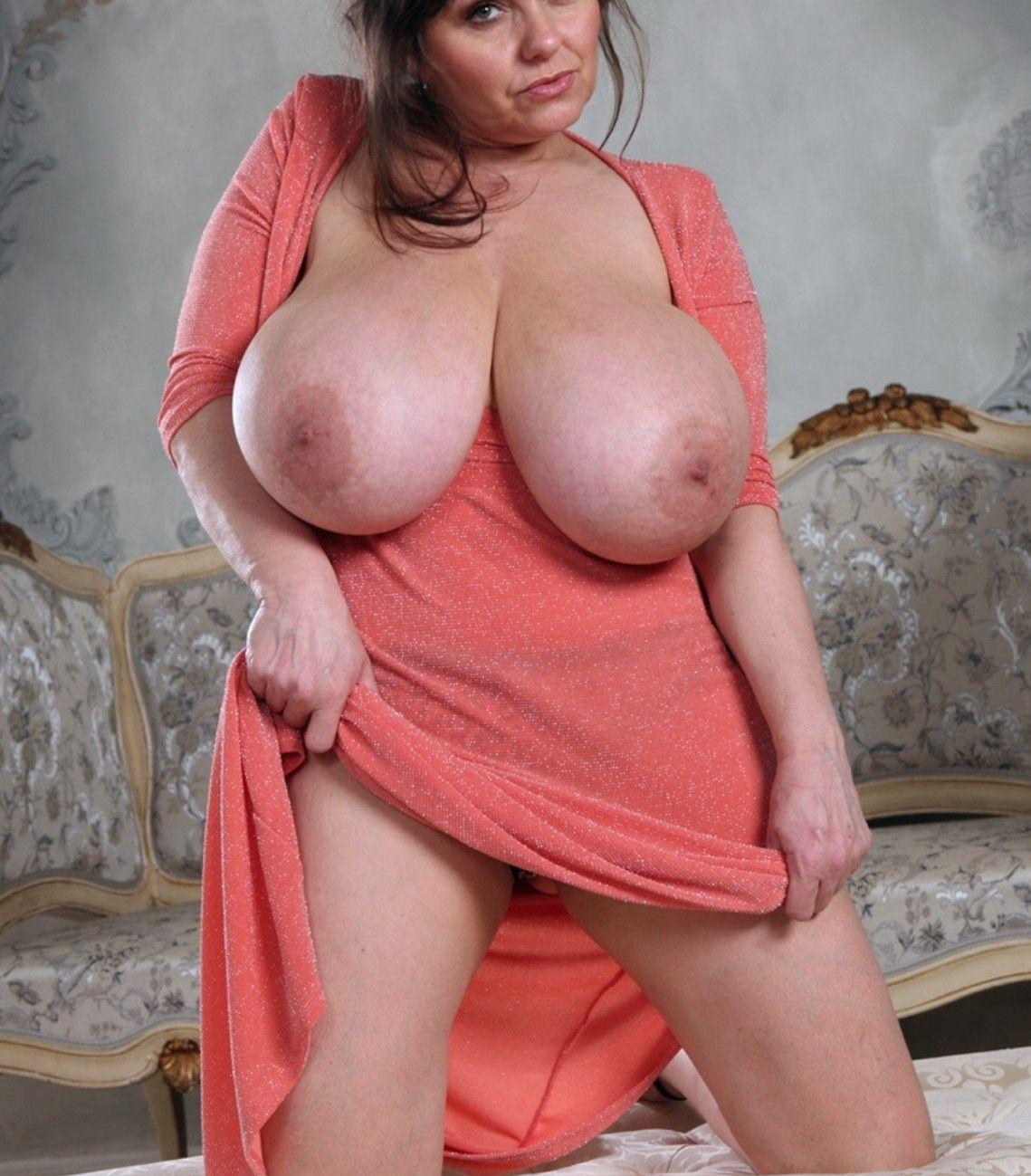 Bodybuilder womans ass nude