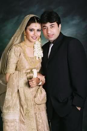 Pakistani Indian Gold Bridal Jewelry Zevar Necklace Tika Jhumar And Long Jhumkas