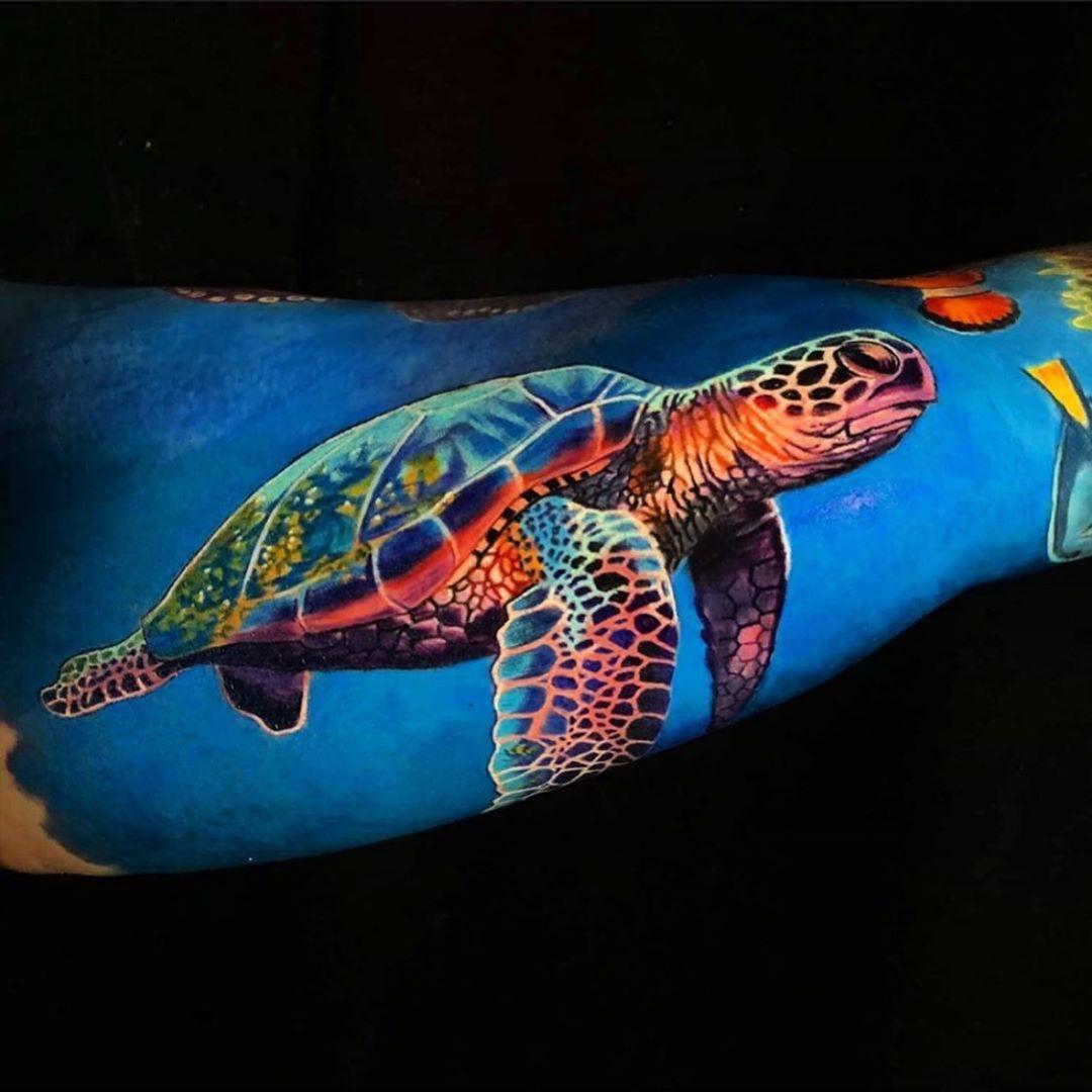 Art by Era29Tattoo, LAAX  #cheyenne  #eternalink #worldfamousink #tattoo #tattoos #art #ornamentaltattoo #basel #tattoobasel #zurich #zürichtattoo #bern #berntattoo #lörrach #lörrachtattoo #freiburg #freiburgtattoo #inked #ink #era29tattoo #inkaholiktattoos #hellotattoomed #colourtattoo #ezcartridge #realistictattoos #portraittattoo #eyetattoo #oldschooltattoo # oldschool #era29tattoolaax