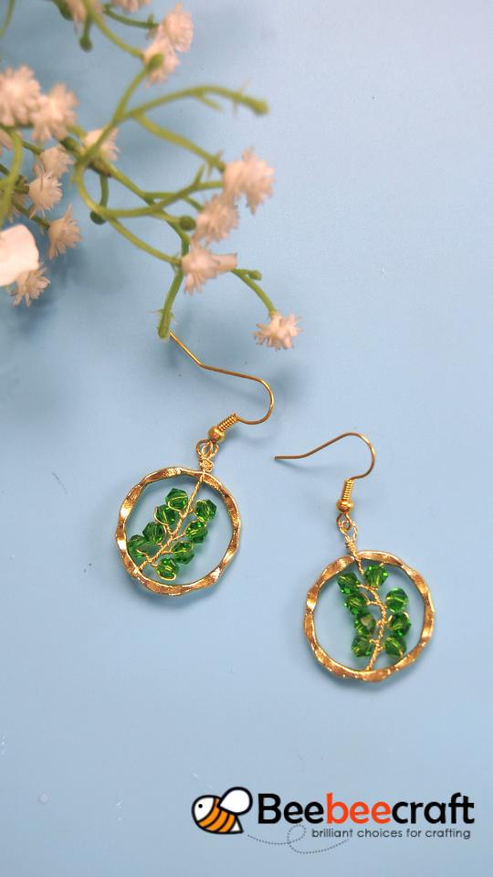 Photo of #Beebeecraft tutorial on making #earrings with #crystalbeads.