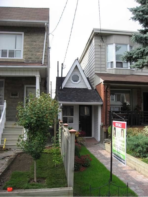 Smallest House Part - 20: So Allegedly This Is The Smallest House In Toronto, At A Mere 300 Sq Ft