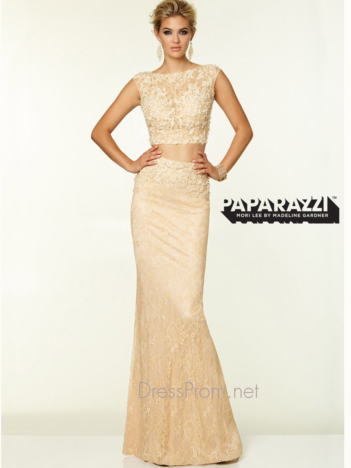 Be on top in sophistication by wearing this two piece lace paparazzi