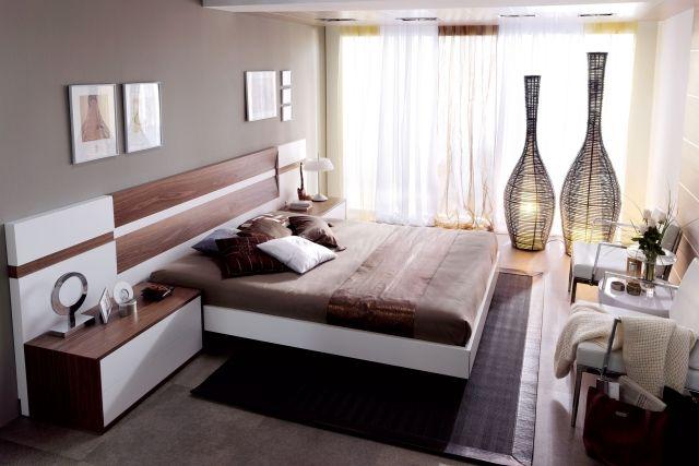 wandfarbe schafzimmer grau weißes bett elemente dunklem holz modern ...