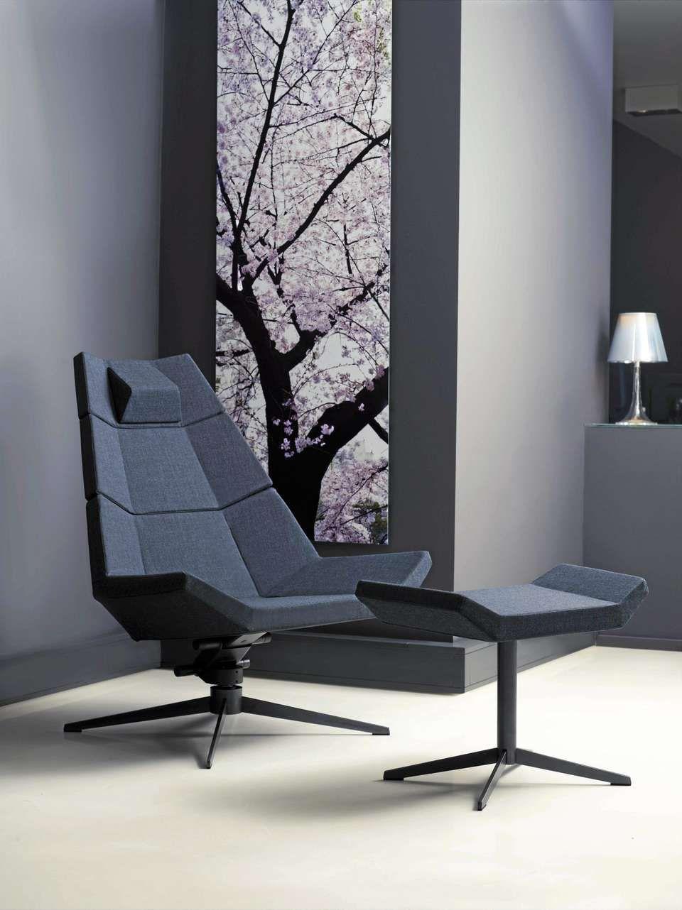 En både formell og sprek stol varier pause er en nyskaping formgitt av christina strand