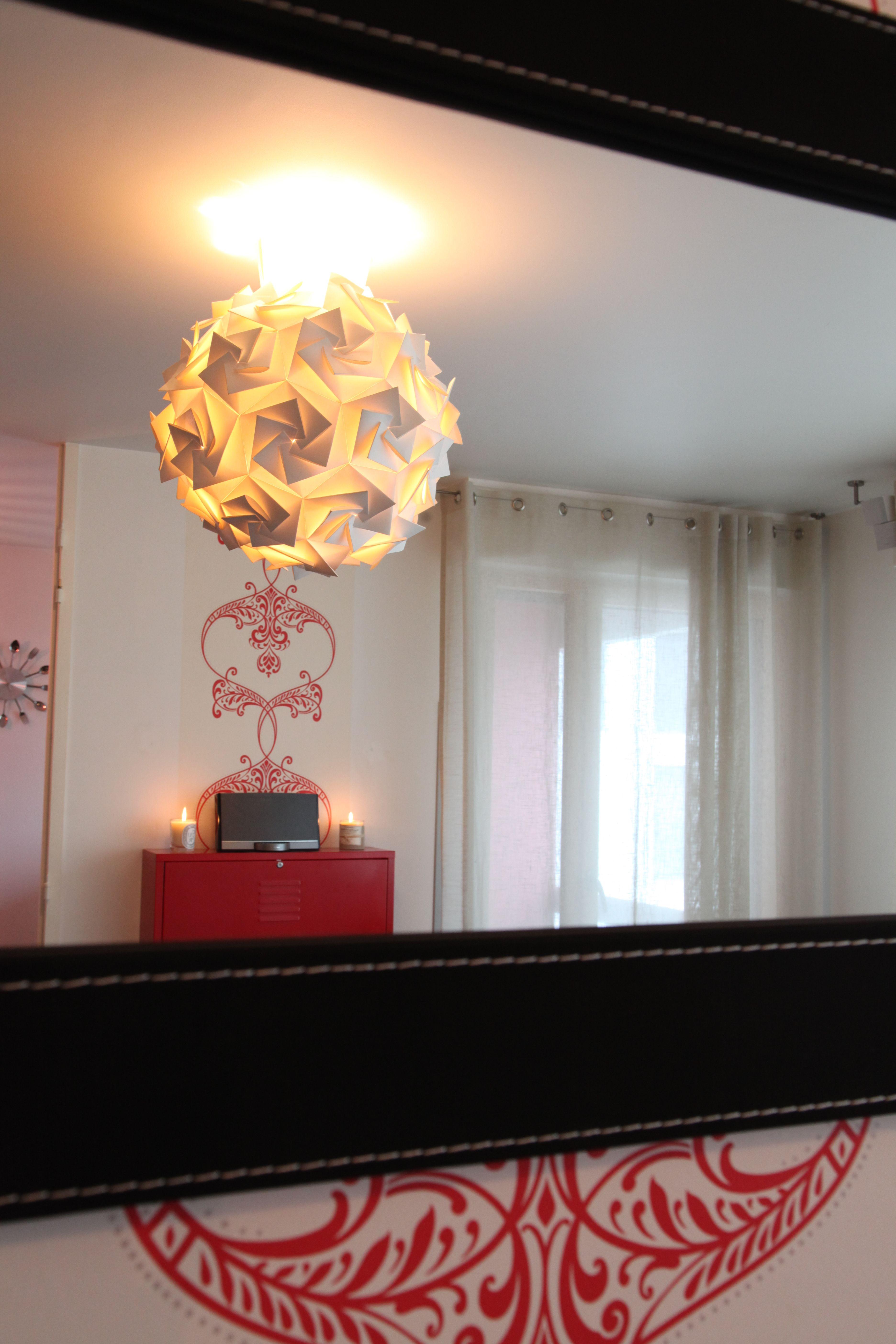 jeu de limieres et de miroirs pour un salon moderne et original salon moderne salon decoration