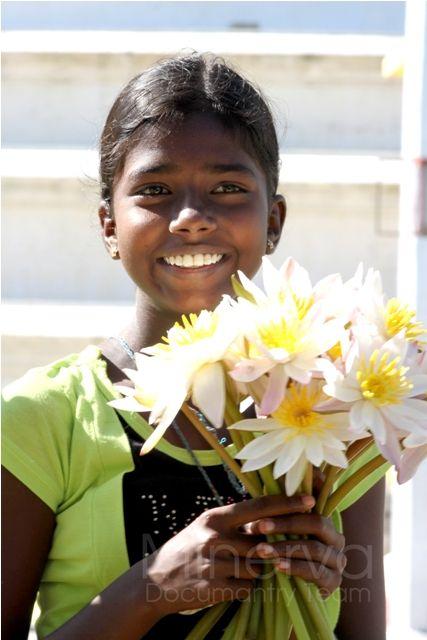 A Pretty Girl That Sells Flowers At The Thissamaharamaya Temple South Of Sri Lanka Flowers Buddhism Ccftvsl Srila Indian Children Women Of India Dark Skin