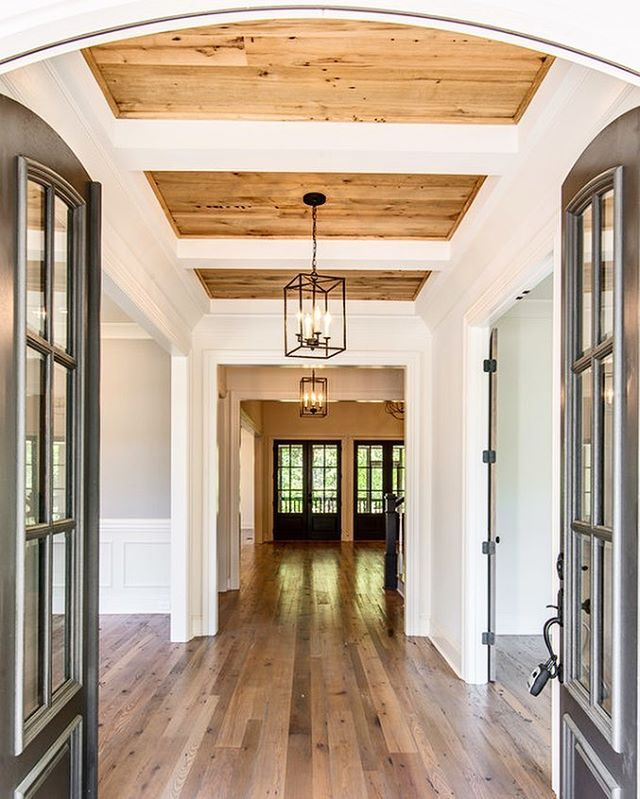 Captivating Awesome Entry   Open All The Way To The Back! Amazing Ceiling   Vintage  South
