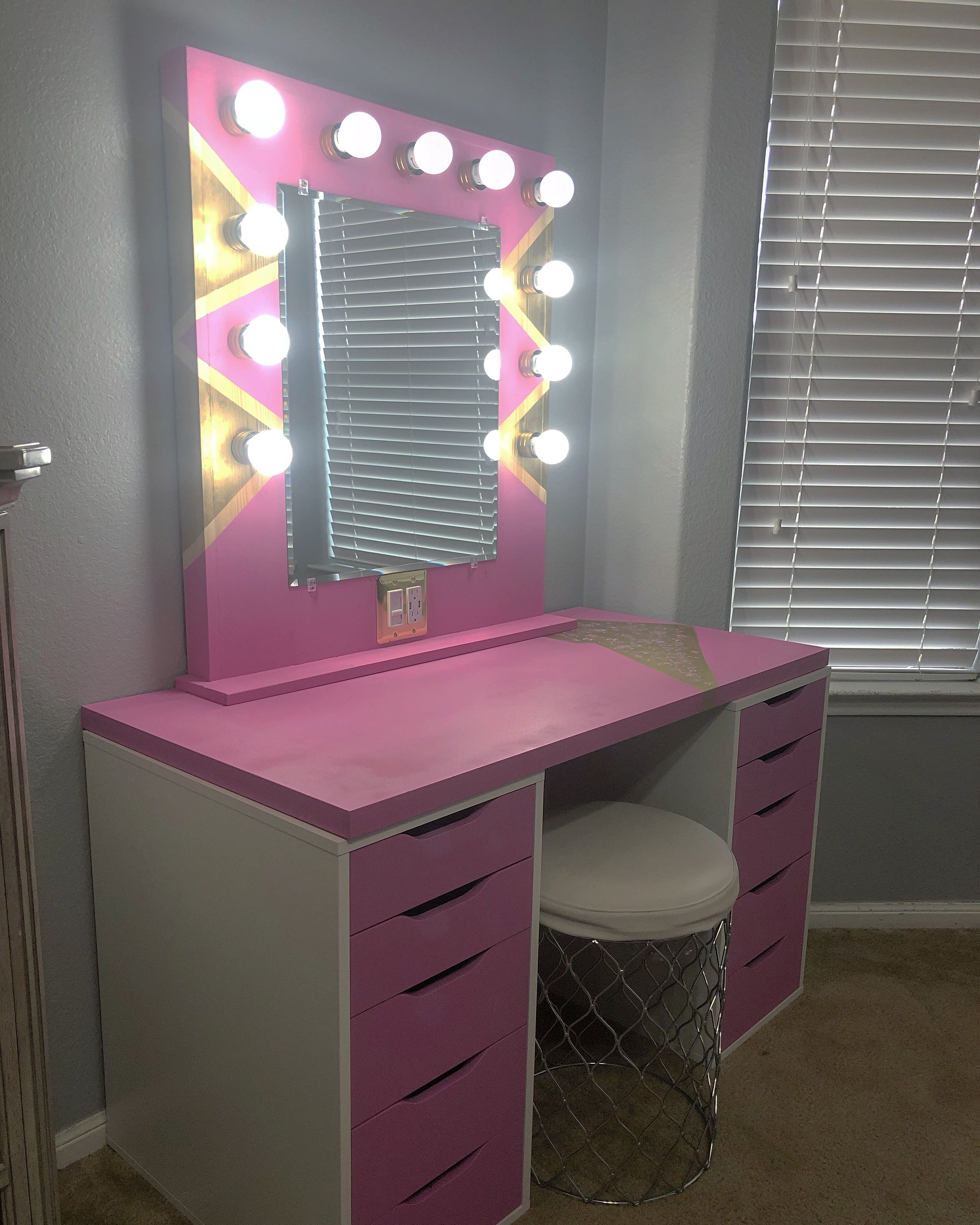 Checkout this amazing Pink & Gold Makeup Hollywood Vanity