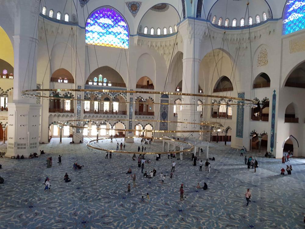 ماهي اهم الأماكن السياحية في اسطنبول الاسيوية سفرك السياحية Taj Mahal House Styles Istanbul