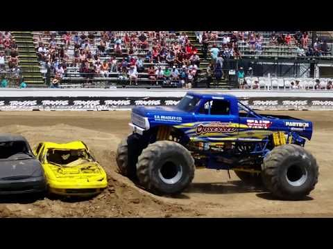798 Obsessed Jumping Cars Traxxas Monster Truck Destruction