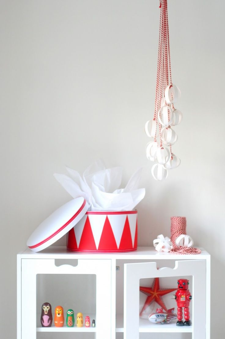 Paint a drum shaped toy box like a drum - vintage circus theme ...