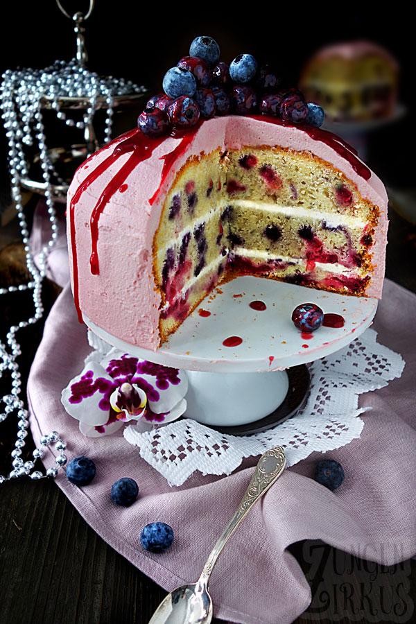 Gefullter Beerenkuchen Einfach Und Lecker In 2020 Beerenkuchen Kuchen Einfach Lecker