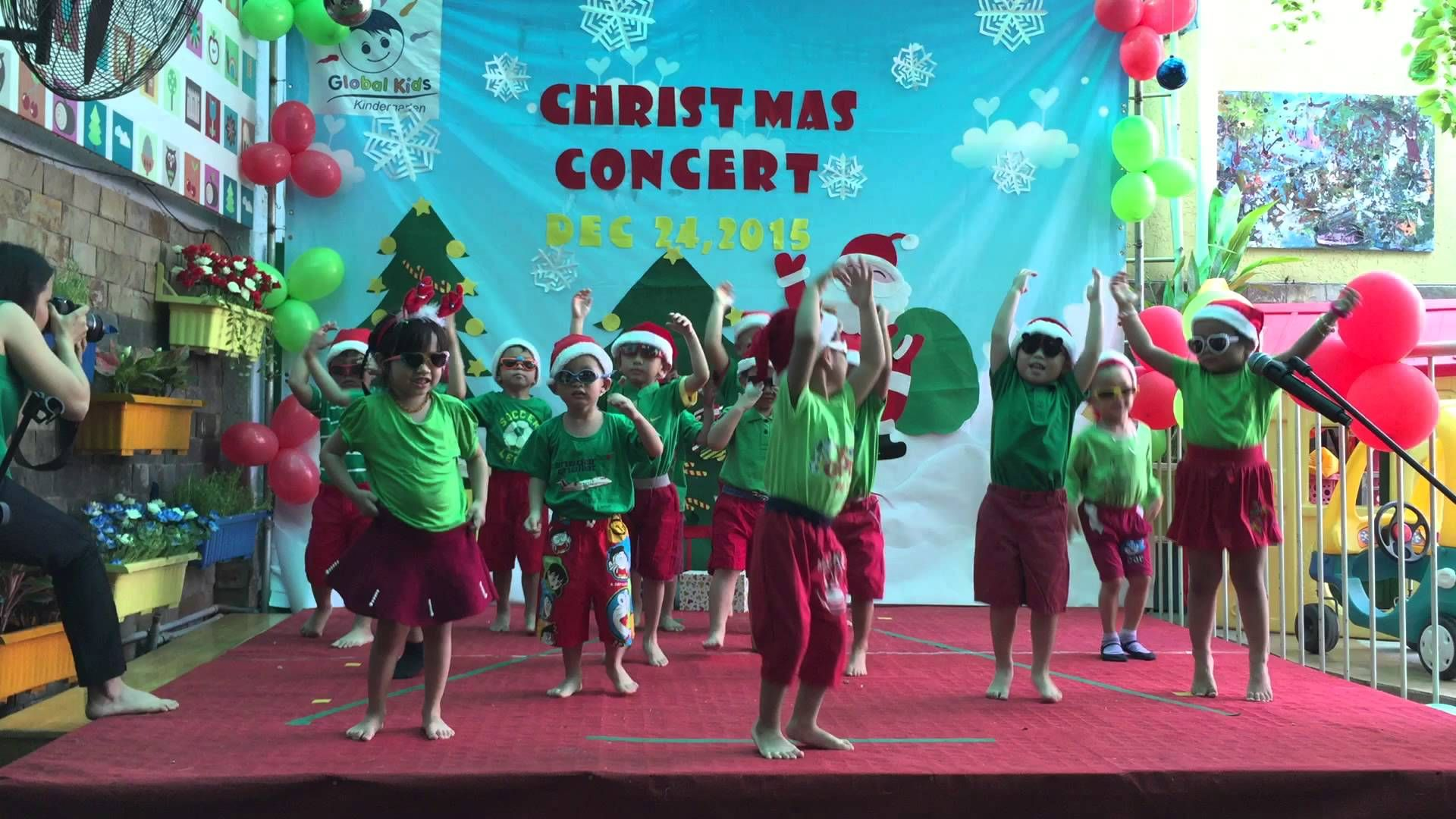 Rockin\' around the Christmas tree Pre school 1 Global Kids ...