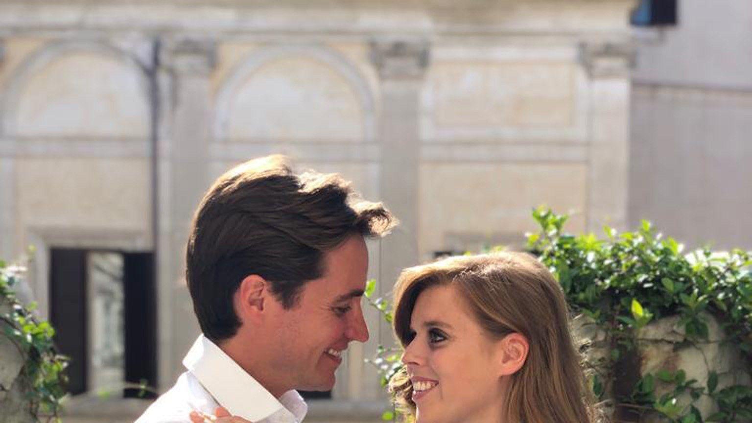 Prinzessin Beatrice Uberraschende Verlobungsfeier Nach Dem Weihnachtsessen Prinzessin Beatrice Beatrice Von York Prinzessin Eugenie