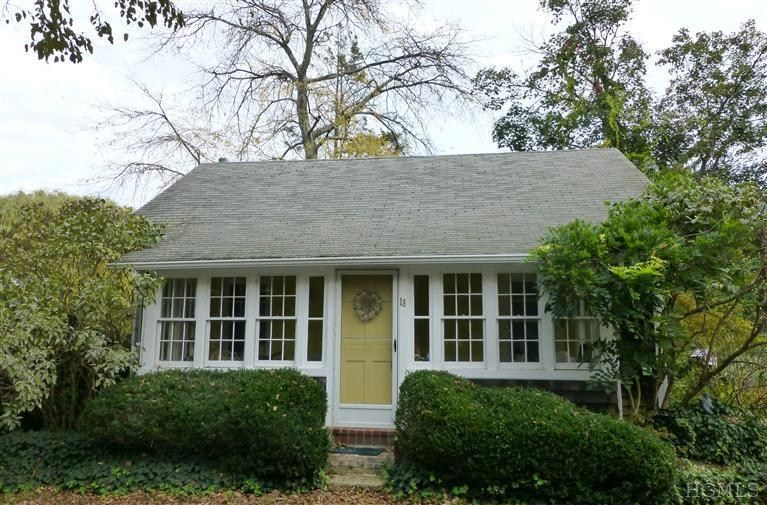 Pretty Cottage sits high on quiet country lane within easy ...