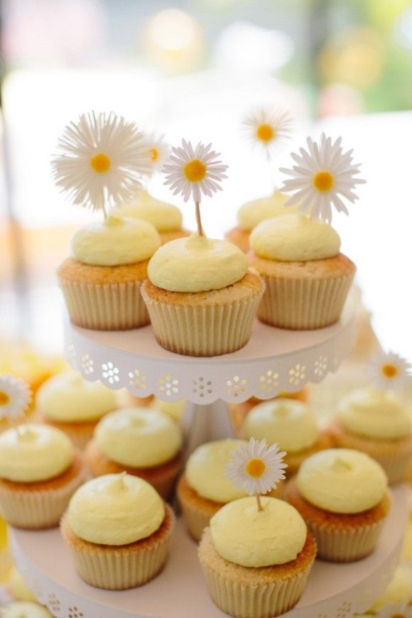 PARTY BLOG by BirdsParty|Printables|Parties|DIYCrafts|Recipes|Ideas: Interview with Darcy Miller + Fun Daisy Party Ideas