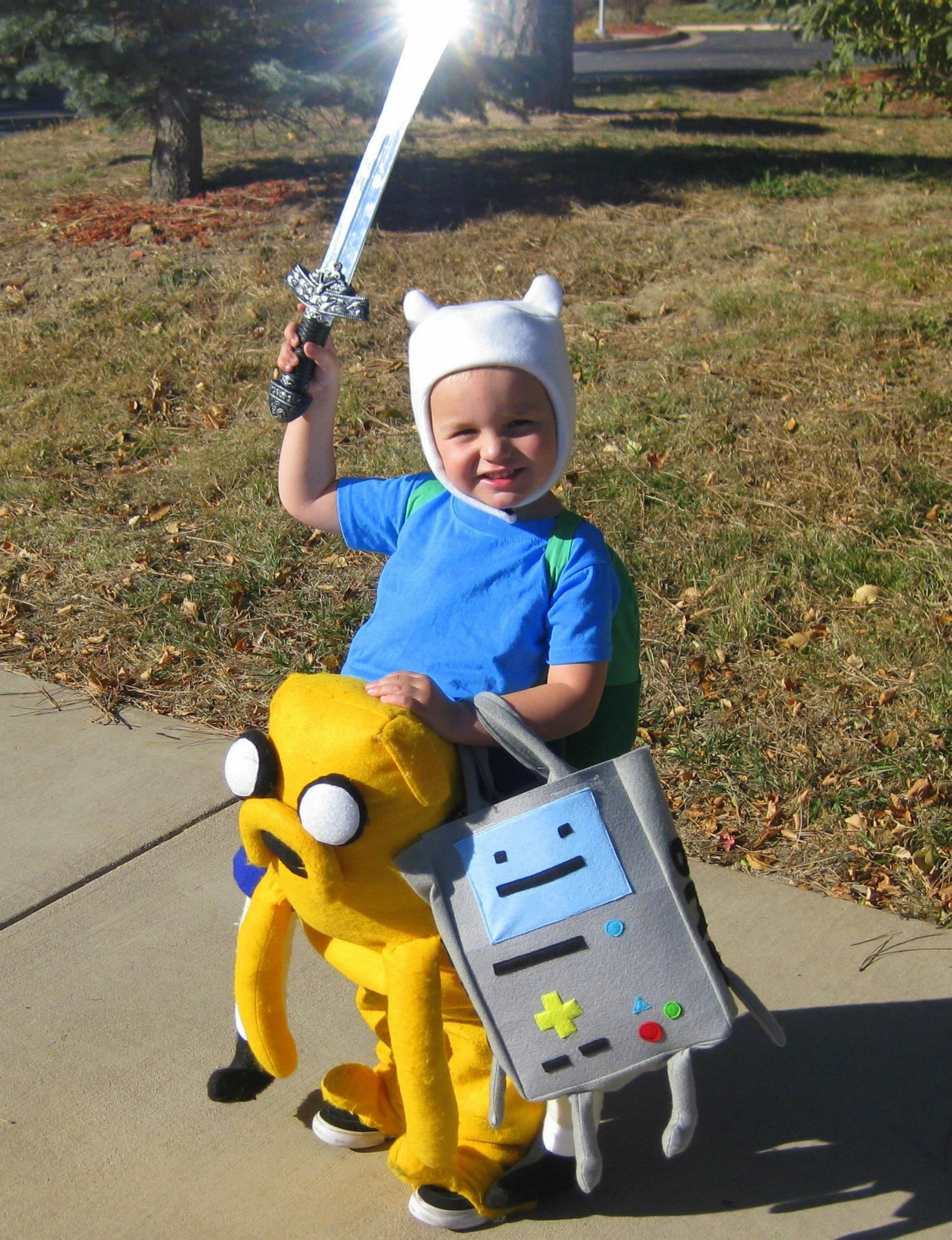 DIY Adventure Time costume - Finn, Jake, and BMO DUDE!!! LOL