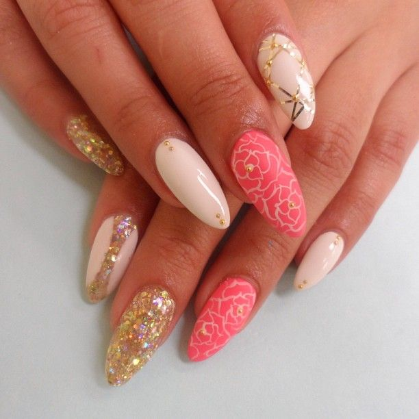 Almond nails with roses design and gold