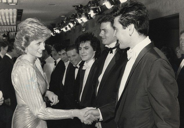 19850612 diana with duran duran at the premiere of james